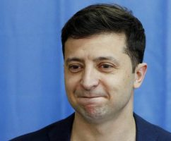 Необходимое число голосов набрала петиция за отставку президента Владимира Зеленского