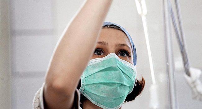 Девушка-медсества