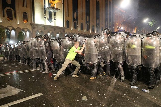 Разгон митинга полицией