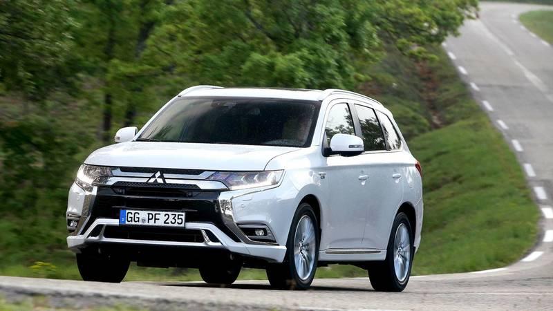 Стала известна стоимость семиместных автомобилей Mitsubishi Outlander для россиян