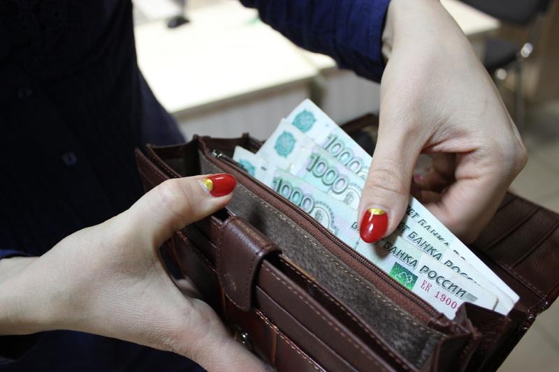 Стал известен процент россиян, которым не хватает денег до зарплаты