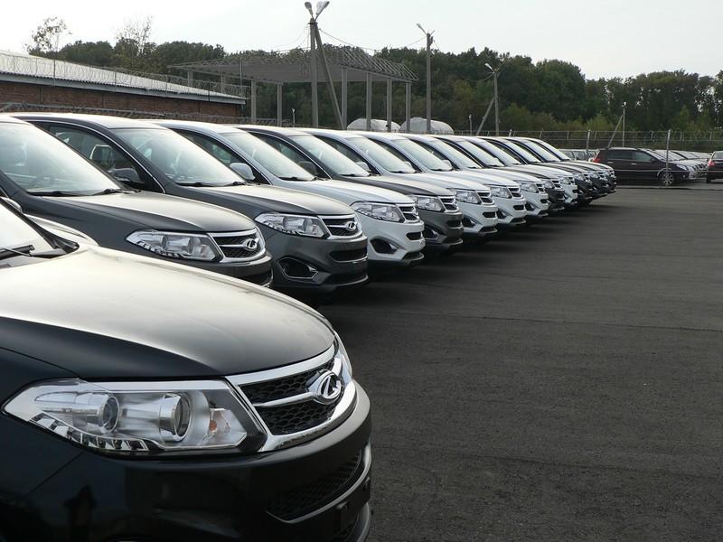 Названо число китайских автомобилей на российских дорогах
