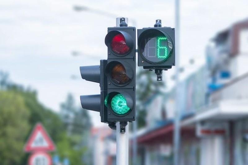 На российских дорогахмогут появиться «умные» светофоры, которые будут проецировать лазерную стену на переходах