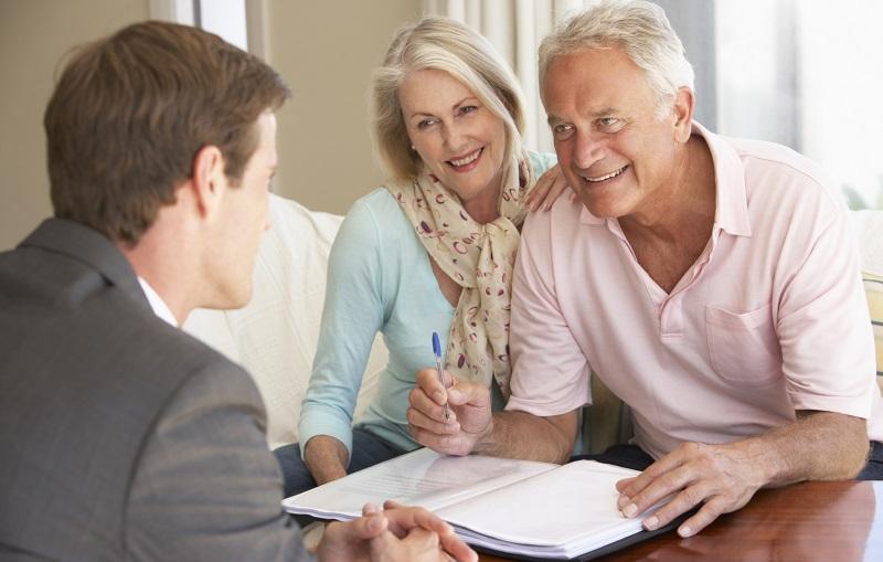 Где и как взять кредит безработному или пенсионеру