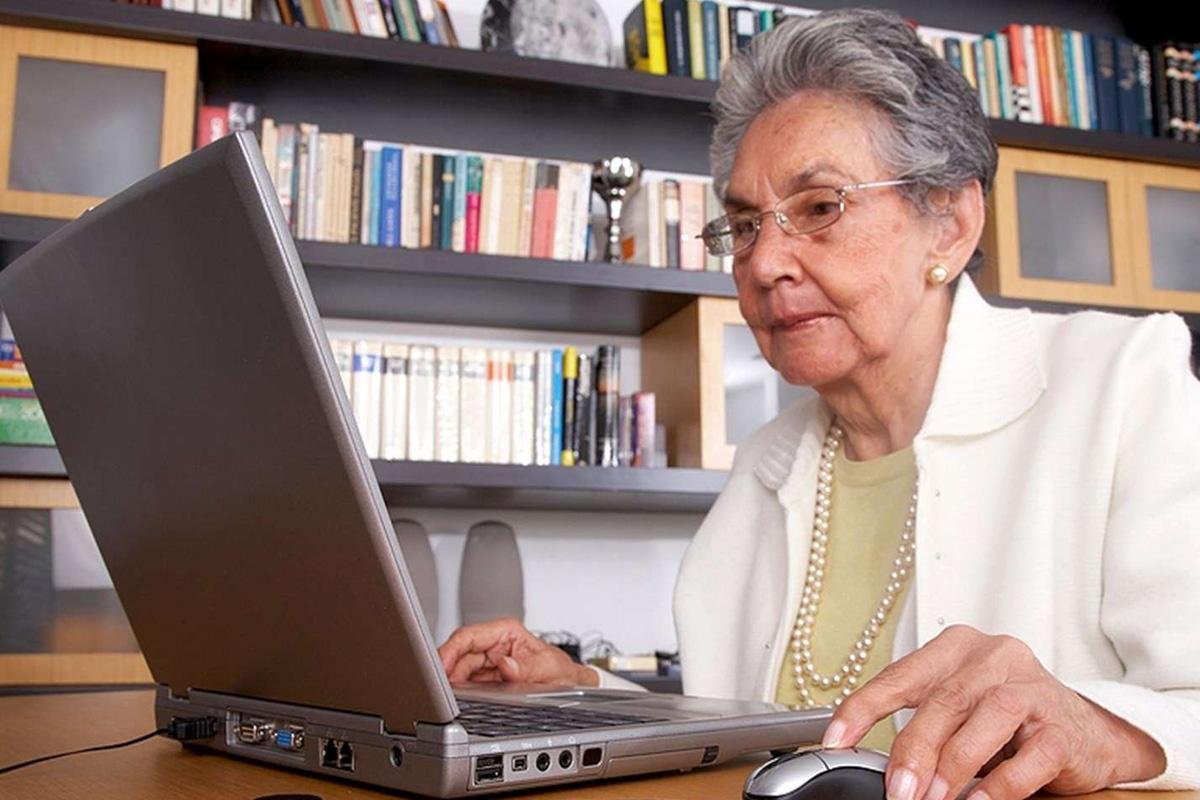 Как пенсионеру заработать, не выходя из дома