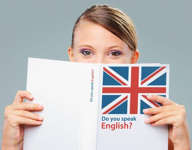 Женщина изучает английский язык