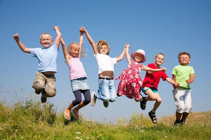 В Госдуме предложили продлить летние каникулы до октября