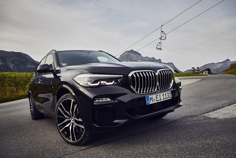BMW представил гибридный кроссовер BMW X5 xDrive45e