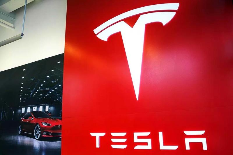 Появилось возможное изображение салона пикапа Tesla