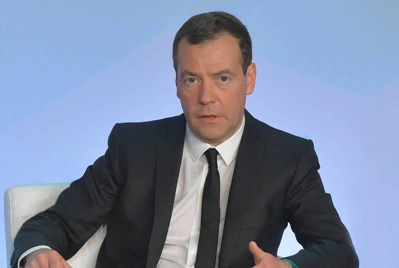 Медведев подписал поручение о прекращении действия советских актов