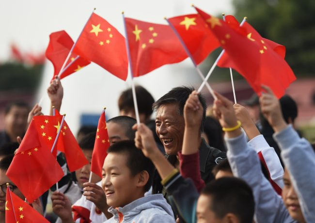Китайцы с флажками