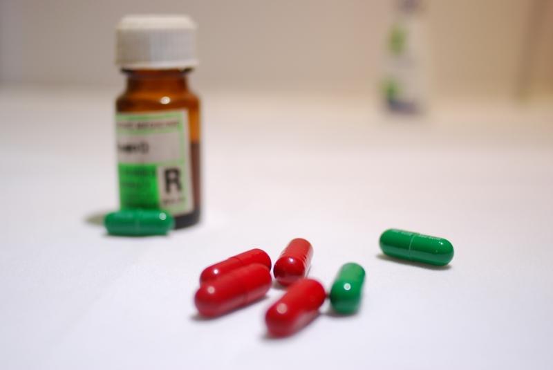 Медведев утвердил ввоз лекарств, которые не производятся в России