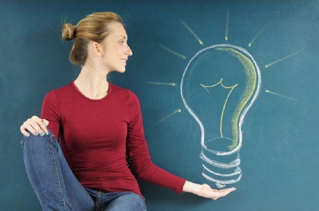 Изображение лампочки и девушка