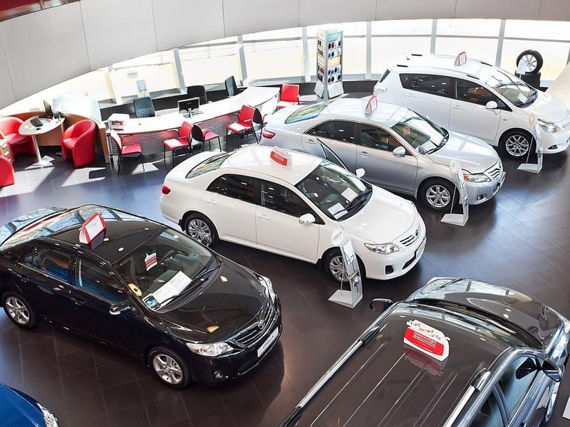 Продажи новых автомобилей в России падают пятый месяц подряд
