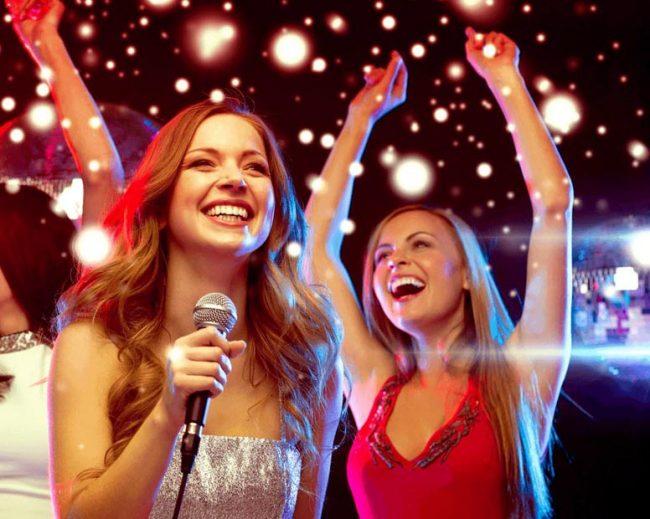 Девушки на вечеринке