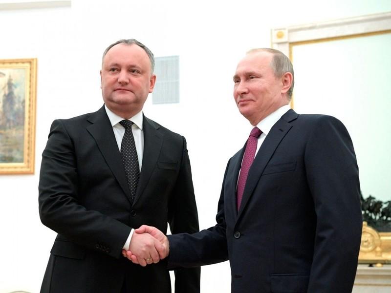 Додон подарил обещанный подарок Путину