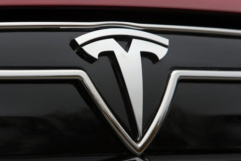 Опубликованы первые снимки нового внедорожника от Tesla