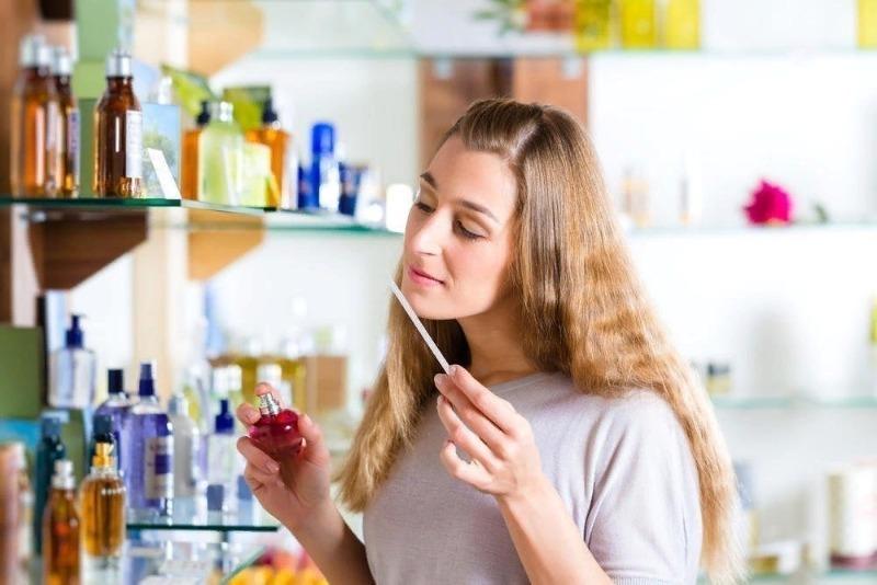 Восемь способов сэкономить на духах тем, кто еще не определился с ароматом