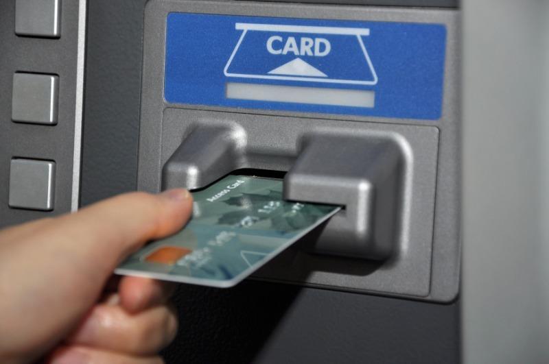 Способы, с помощью которых мошенники могут снять деньги с банковской карты