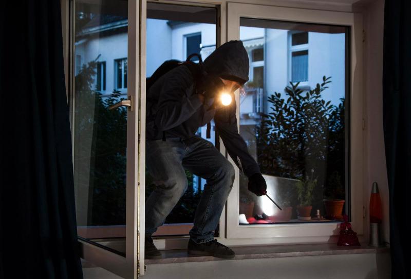 7 признаков того, что грабители присматриваются к вашей квартире