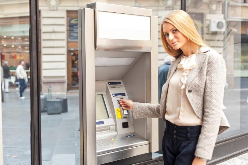5 способов потерять свои деньги при помощи банкомата