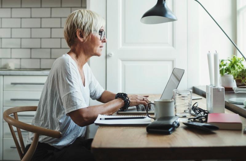 Работа на дому: 5 советов, которые помогут все успеть даже в объятиях дивана и лени