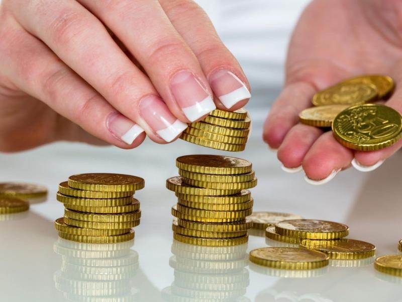 В холодильник прячу монеты и купюры, чтобы привлечь в дом деньги