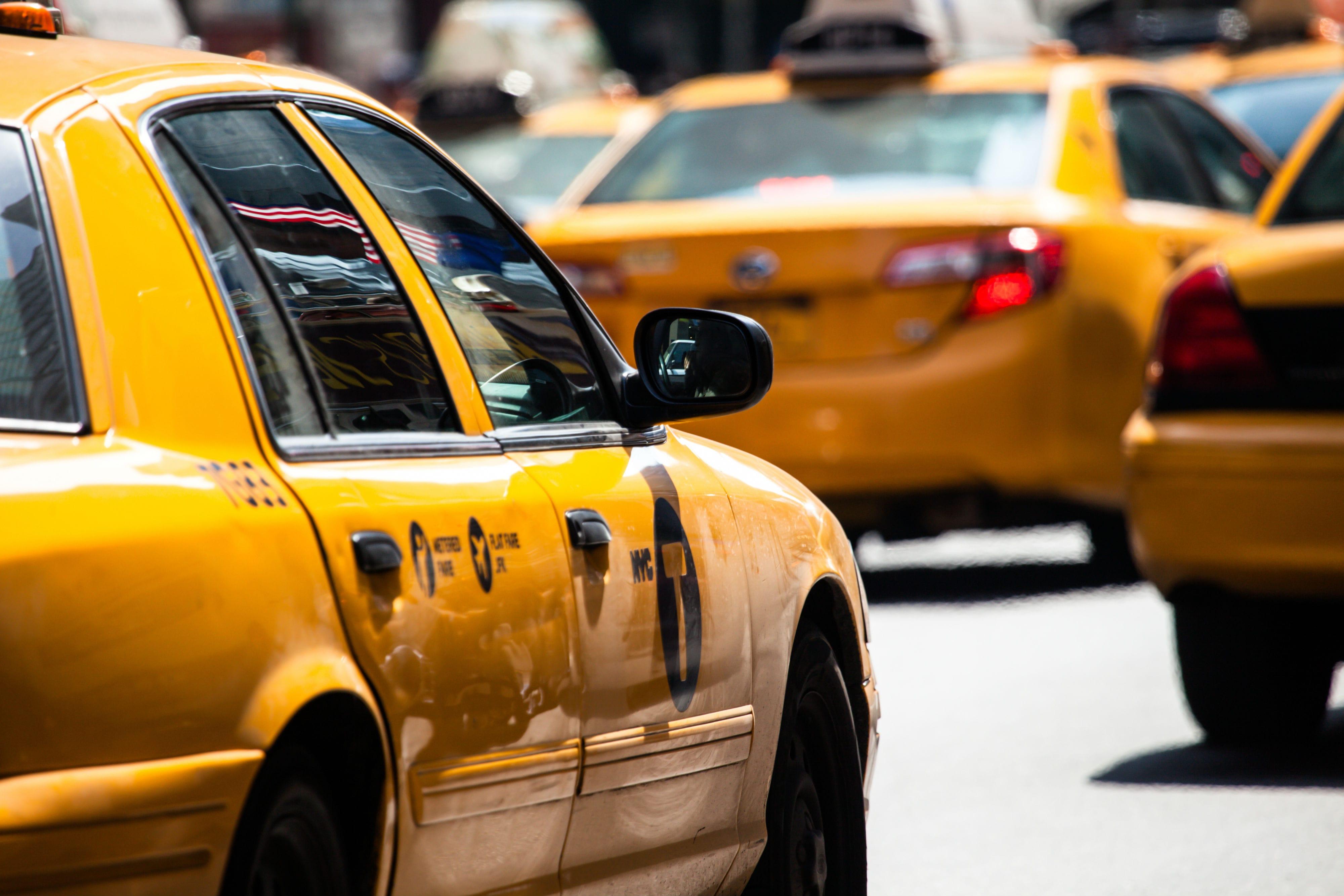 Плюсы и минусы организации бизнеса в сфере такси